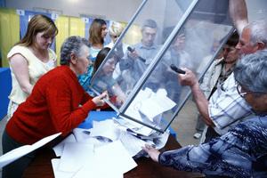 Leerung der Wahlurnen, Foto: OSZE / Michael Forster Rothbart
